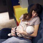 Адвокат спровоцировала войну в сети из-за кормления грудью