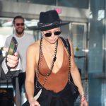 Бритая Кейт Хадсон теперь ходит на свидания в драных трениках, но зато без бюстгальтера