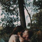 Пышнотелая девушка прославилась в Сети благодаря откровенной фотосессии с женихом
