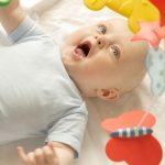 Развитие ребенка в 5 месяцев: еще немного — и поползем, еще чуть-чуть — и заговорим