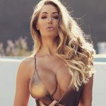 Грудь 5-го размера перевесила свою хозяйку, модель Playboy, и та решила ее уменьшить