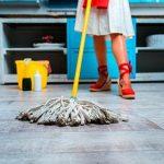 Как быстро вымыть полы в квартире до блеска: общие правила и советы для разных покрытий