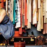 Где хранить чемодан в маленькой квартире: 10 неожиданных решений