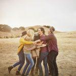 Объятия и поцелуи: влияние аффективного прикосновения на здоровье
