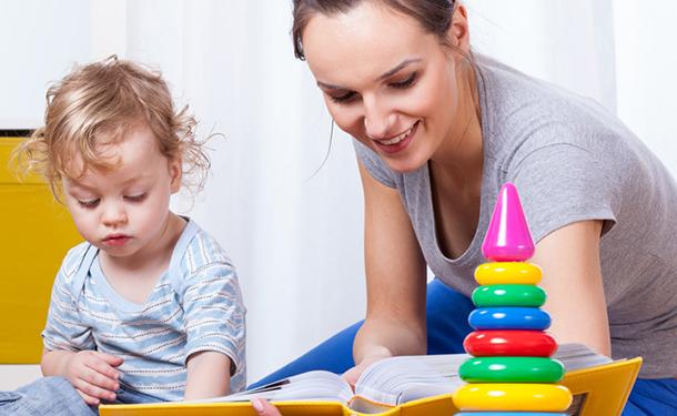 В Украине работающим мамам будут возмещать оплату услуг няни